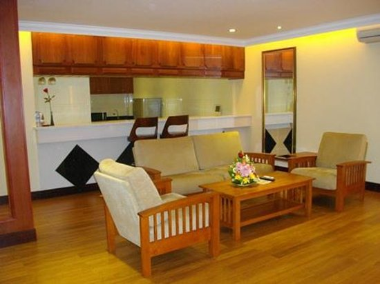 Lux Riverside Hotel & Apartments: Suite living area