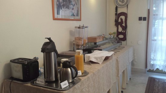 Hotel Pension Helios: Breakfast