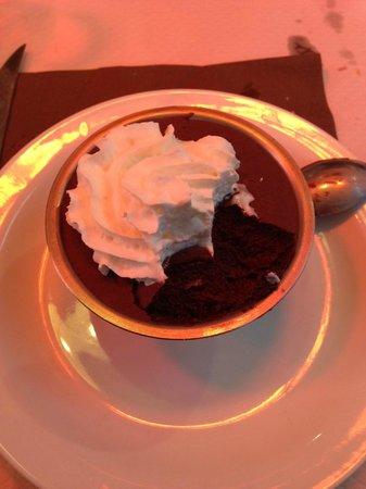 Le Latin : шоколадный десерт - очень вкусный!