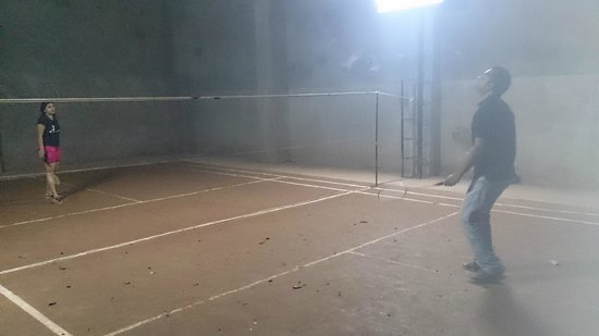 Blooms Green Farm: Badminton court