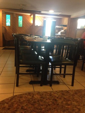 Earl's Castle Home Cookin: Inside of dining room very nice n clean