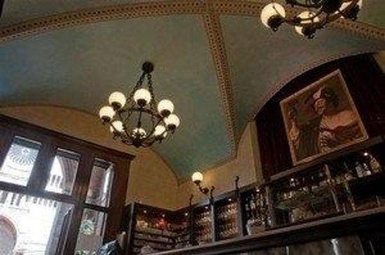 I soffitti ad arco - Picture of Bar Portici Del Comune, Cremona - TripAdvisor