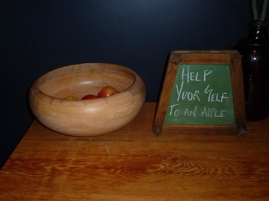 The Franklin Boutique Hotel: Free apples