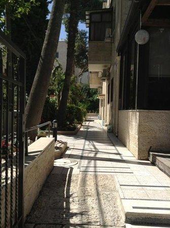 Little House In Rechavia: hotel patio