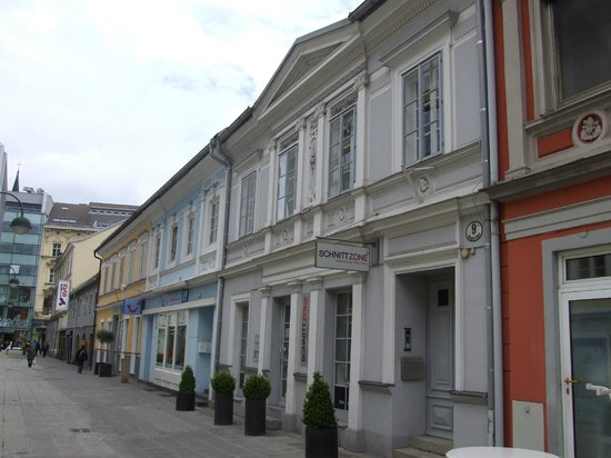 Hauptplatz : Путь на главную площадь от вокзала
