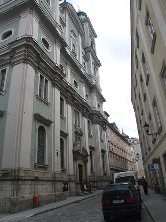Hauptplatz : Необьятная высота собора