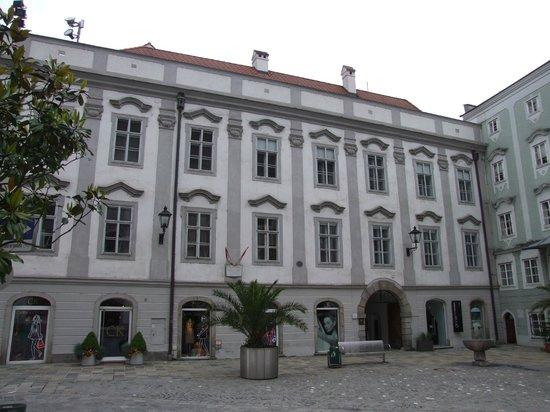 Hauptplatz : Здесь жил Моцарт