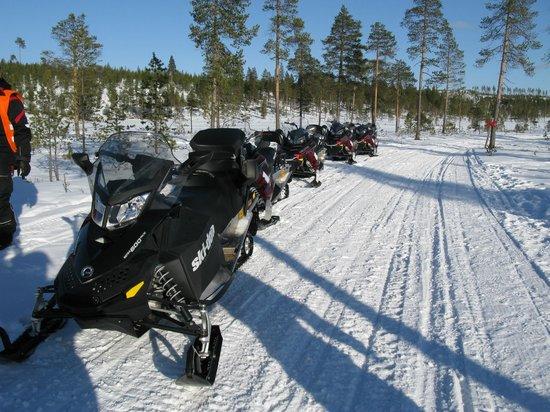 Hotel Ivalo : Option 4 h Moto Neige