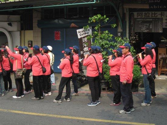 Qiming Tang : orchestre dans la procession