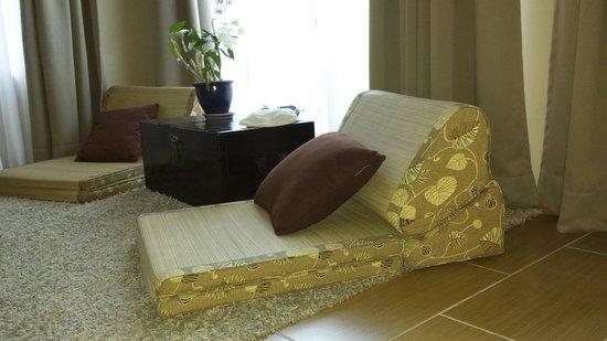 "Ambong Ambong: Very nice ""chairmats"""