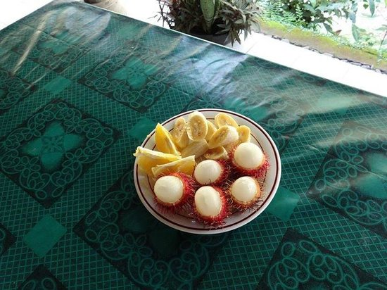 Grya Sari - the Bali Hot Springs Hotel: Breakfast with local fresh fruits