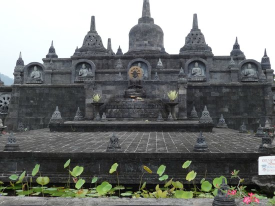 Grya Sari - the Bali Hot Springs Hotel: Buddha Monastery nearby