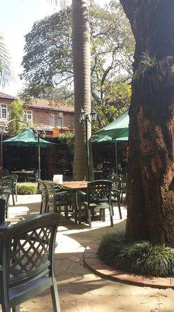 Mitende Atrium : Makutan cafe garden