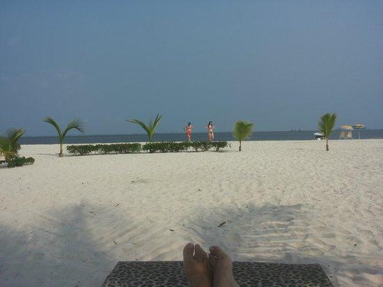 Pointe-Denis Beach: Playa frente al Assala Lodge