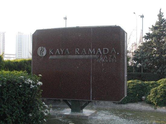 Ramada Kaya Plaza Istanbul Hotel: エントランス