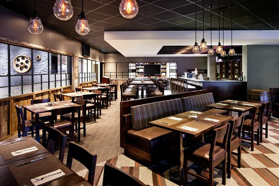 Four Points by Sheraton Edmundston: Frank's Bar & Grill
