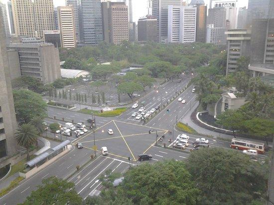 Makati Shangri-La Manila: ayala corner makati avenue