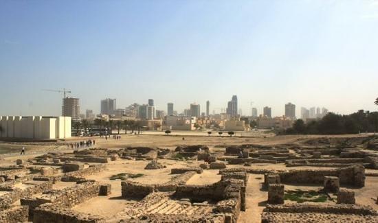 Qalat al Bahrain: Alt und Neu ... ein schöner Kontrast