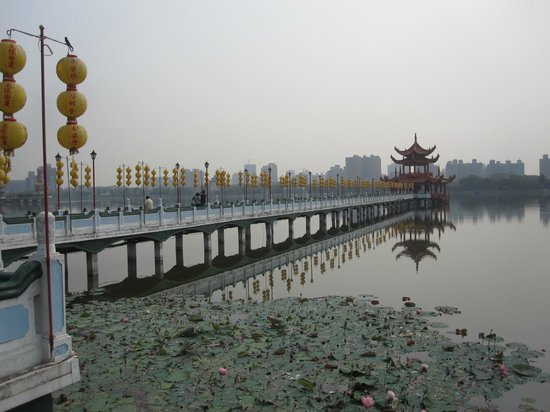 Wuliting: pont et pagode