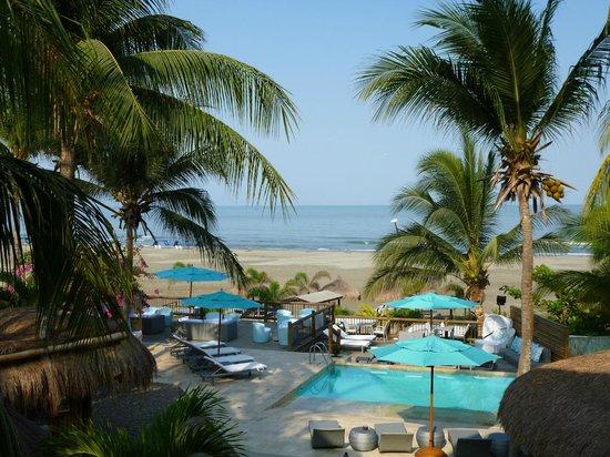 Karmairi Hotel Spa : Blick auf Pool und Strand