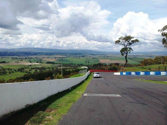 Mount Panorama Motor Racing Circuit: Steep drop