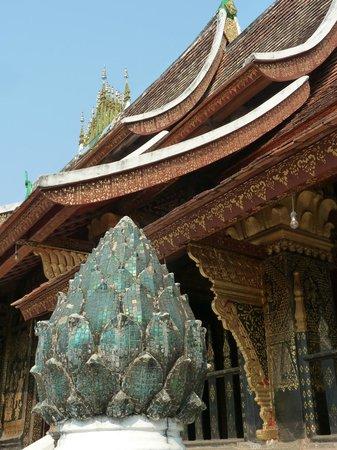 Temple d'or de la ville (Wat Xieng Thong) : Toit temple d'or Wat Xieng Thong - Alexandra Box