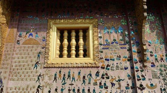 Temple d'or de la ville (Wat Xieng Thong) : Mosaique temple d'or Wat Xieng Thong - Alexandra Box