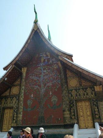 Temple d'or de la ville (Wat Xieng Thong) : Facade arbre de vie  temple d'or Wat Xieng Thong - Alexandra Box