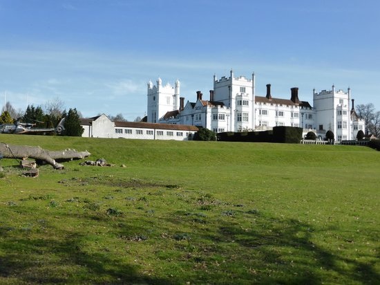 Danesfield House Hotel And Spa: Beautiful hotel and gardens