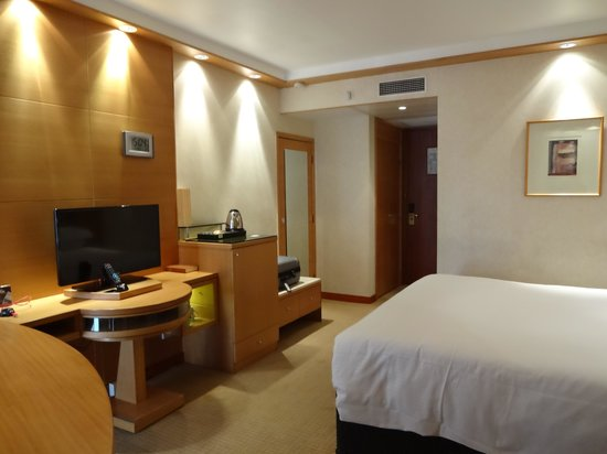 Millennium Gloucester Hotel London Kensington: Lots of Room