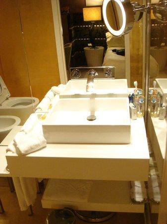 SINA Centurion Palace : Superior bathroom