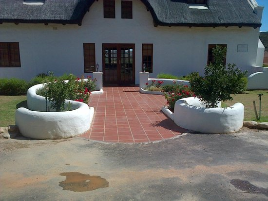 Orange Grove Farm: Front view entrance of Wouterspan