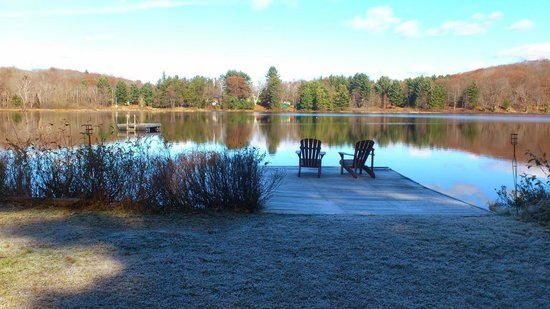 Trillium Resort and Spa: Devine Lake