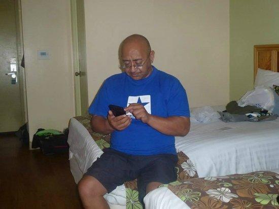 Waikiki Sand Villa Hotel: Inside the room - non smoking - 2 queen beds - 12th floor