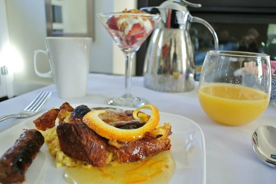 The Platinum Pebble Boutique Inn: French toast for breakfast. Yum!