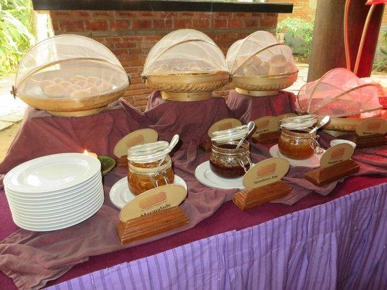 The Hotel at Tharabar Gate : Breakfast buffet