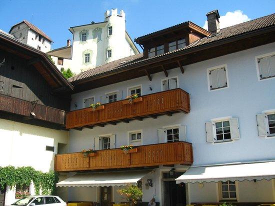 Gasthof Obermair: Facciata con castello