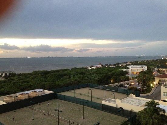 The Royal Islander All Suites Resort: Vista laguna