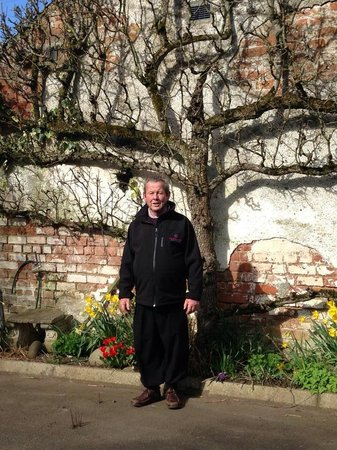 Brookhall Cottages: Dad happy out at brookhall
