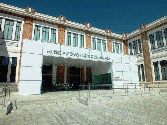 Automobile and Fashion Museum : Вход в Музей