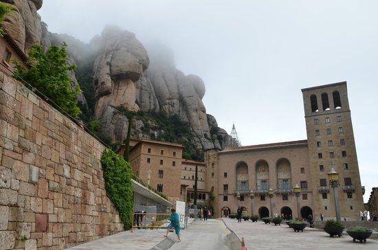 Barcelona Turisme - Afternoon in Montserrat Tour : Монастырь Montserrat