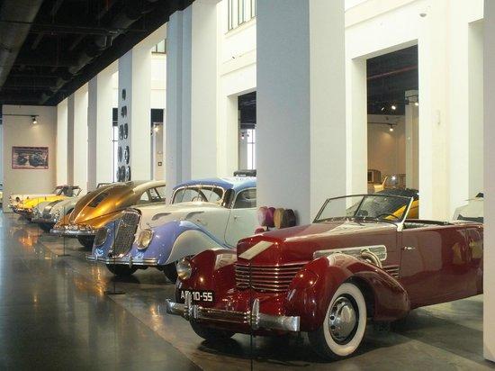 Automobile and Fashion Museum: Немного из коллекции автомобилей