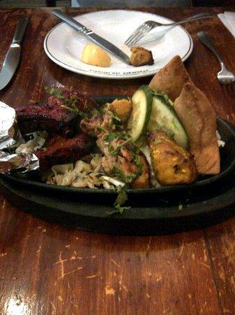 Maya Da Dhaba: Mixed entree, ate a few pieces before the photo shot.