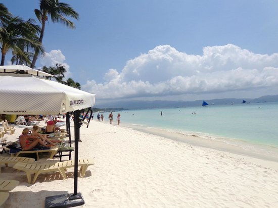 Boracay Beach Club: Out the front of Ariels House