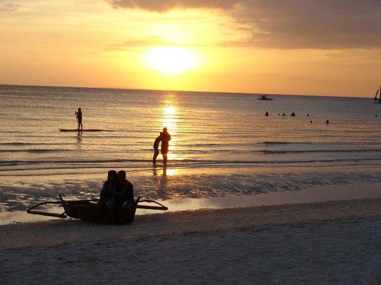 Boracay Beach Club: Stunning Sun-Set Boracay