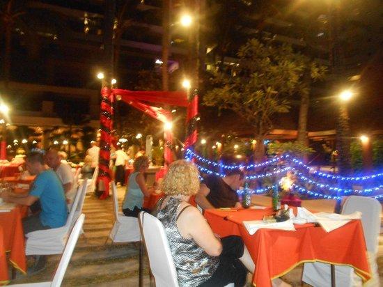 Patong Beach Hotel : Ladyboy show