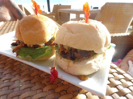 Boracay Beach Club: Bar Snack at Ariels House ( Pork Sliders)