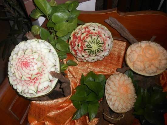 Patong Beach Hotel: Fruit Carving