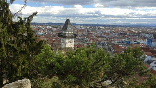 Schlossberg Hotel: Graz mit Uhrturm am Schlossberg