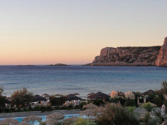 "AquaGrand Exclusive Deluxe Resort: ""Navarone"" klipporna vid solnedgång"